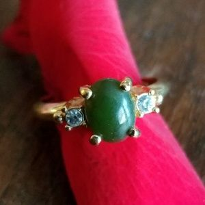 Vintage green Jade ring gold tone size 4 to 4.25